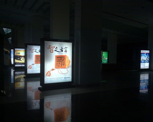 孝 义重庆大剧院标识牌灯箱制作案例